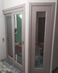 Дверь Блюз 1 с зеркалом. Цвет софт капучино. Система купе.
