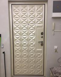Накладка Нико на входную дверь с обрамлением коробки двери доборами в цвете квазар перламутр